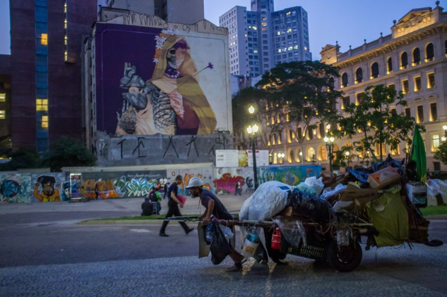 Brazil's six richest men have the same wealth as the poorest 50 percent of the population. Photo: Apu Gomes/Oxfam
