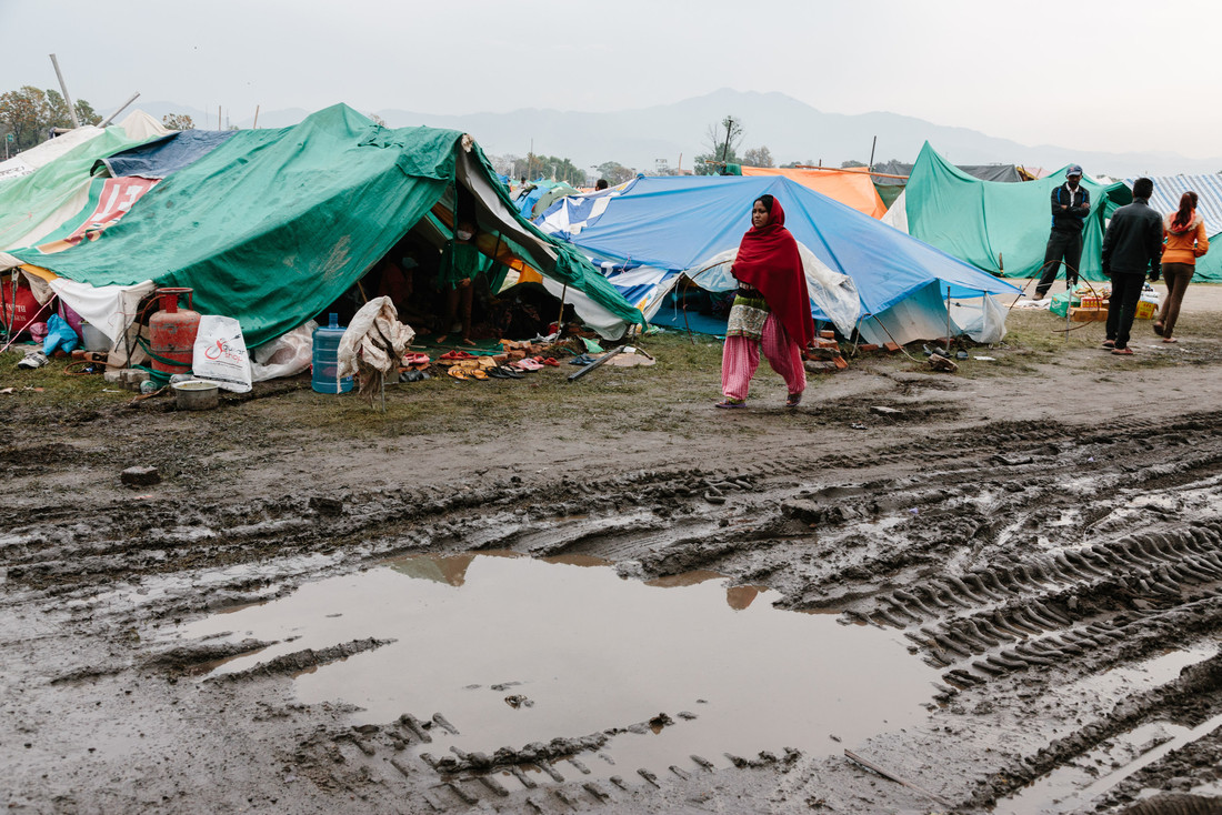 Displaced people live under tents, made of tarpaulins, in Tundikhel camp, Nepal. Photo: Aubrey Wade/Oxfam
