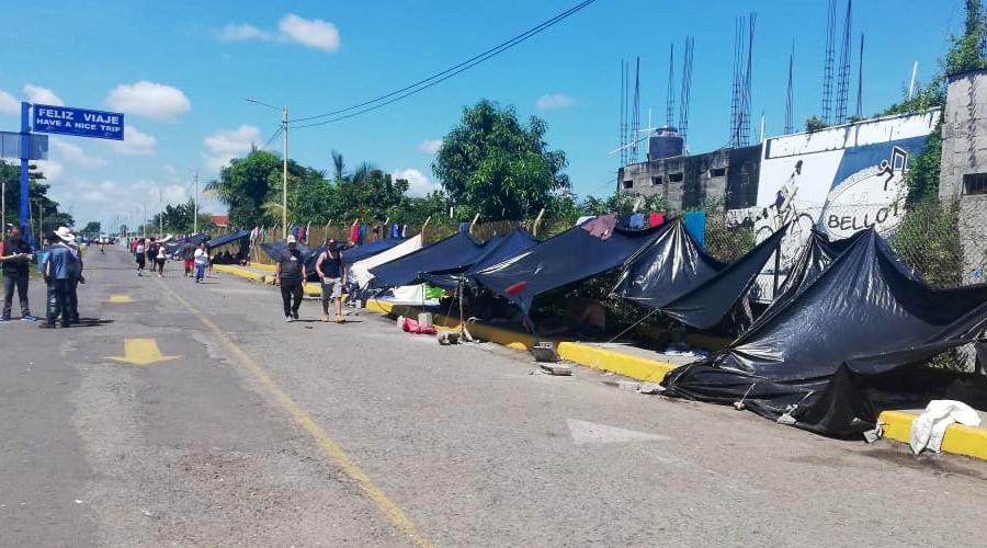 Des migrant-e-s du Honduras dorment à même le trottoir ou dans des parcs, parfois sur des cartons, avec pour toute protection de fines bâches en plastique ou des draps. Photo : Iván Aguilar/Oxfam