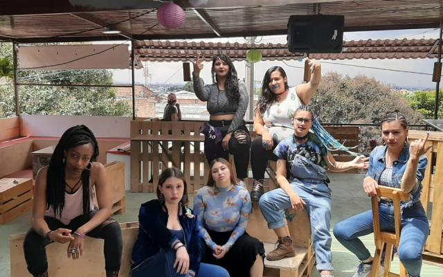 Líricas del Caos is a feminist rap group that promotes a Hip Hop scene free of sexist violence.