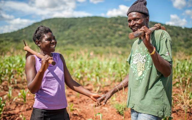Ulita Mutambo and her husband Muchineripi Sibanda take a break in their corn field near their home in Ture Village, Zvishevane region, Zimbabwe. Photo credit: Aurelie Marrier d'Unienville / Oxfam