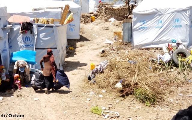 Oxfam distributes hygiene kits in Alkehaf Camp, Taiz, Yemen.