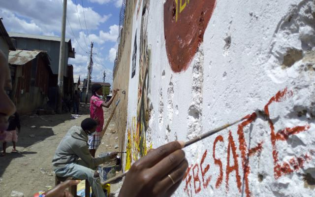 In the informal settlement of Mukuru (Nairobi, Kenya), members of the Mukuru Youth Initiative, an Oxfam partner, paint a mural about the importance of social distancing.