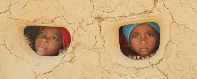 Nour* and Samar*, Abs district, Hajjah governorate (Yemen). Credit: Hind Al-Eryani/Oxfam