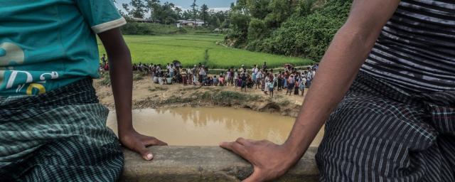Food distribution in Balukhali Camp, Bangladesh. Photo: Tommy Trenchard/Oxfam