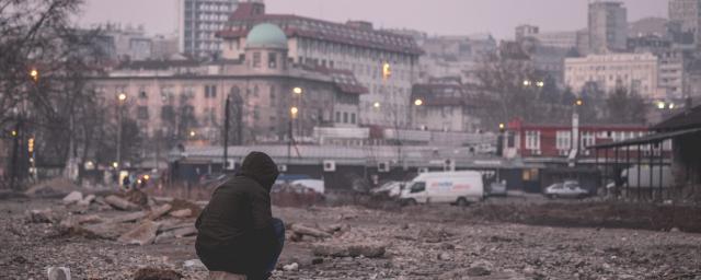 Refugees and migrants are living in derelict warehouses behind Belgrade's main railway station. Photo: Miodrag Ćakić/Info Park