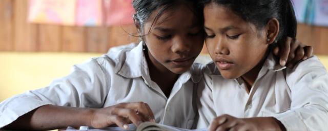 La educación gratuita es una de las herramientas más eficaces para combatir la desigualdad. Beneficia a toda la sociedad pero, sobre todo, a los jóvenes más pobres. Photo: Dustin Barter/Oxfam