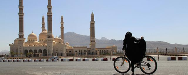 "A Yemeni woman is biking in Sanaa, during the operation ""Bike for Yemen"""