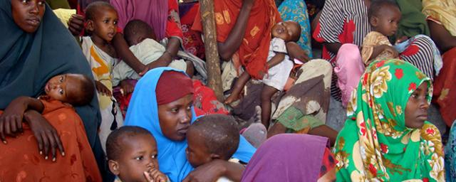 Somali mothers crowd into a health center in Mogadishu. Photo credit: Geno Teofilo/ Oxfam