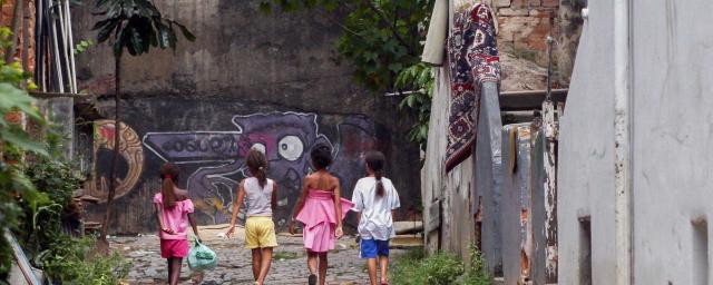 A pesar de que millones de personas salieron de la pobreza en las últimas décadas, Brasil todavía enfrenta una bracha enorme entre los más ricos del país y el resto de la población. Foto: Apu Gomes/Oxfam