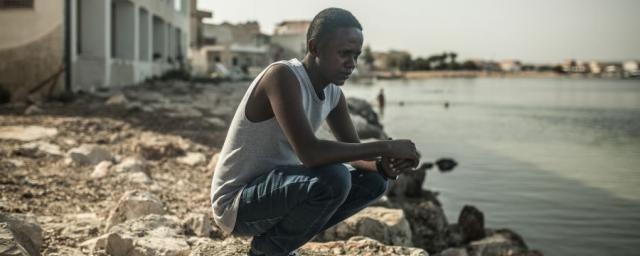 Avant de traverser la Méditerranée, des milliers de réfugiés et de migrants comme Jamal, un Somalien de 23 ans, risquent d'être kidnappés, réduits en esclavage, torturés ou abusés sexuellement en Lybie. Photo : Pablo Tosco/Oxfam