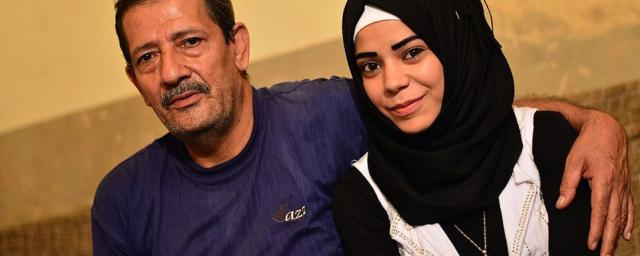 Mahmud, Palestinian refugee, and her daughter Amal. Photo: Harriet Tolputt/Oxfam