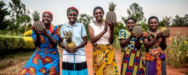 Los ingresos de las mujeres miembros de la cooperativa Tuzamurane han aumentado de forma considerable y ahora pueden escolarizar a sus hijos, pagar servicios médicos y comprar terrenos.