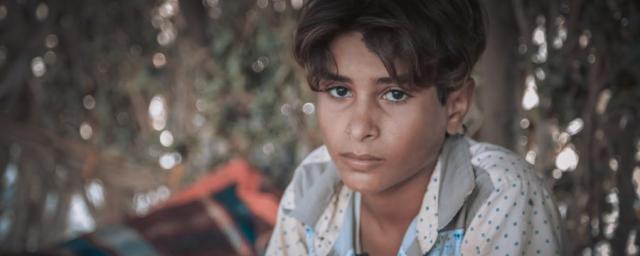 Salah, de 11 años, ha huido dos veces durante los últimos cuatro años de guerra. Ha sido testigo directo del conflicto. Dejó de ir a la escuela porque tiene que trabajar como pastor para alimentar a su familia. Foto: Sami M.Jassar/Oxfam