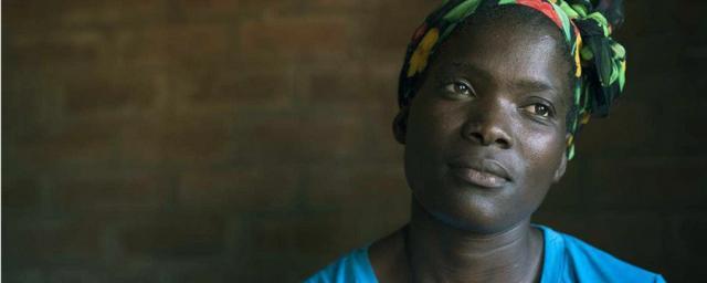 Virginia Machuene, superviviente de violencia doméstica, opina que el trabajo que las organizaciones de la sociedad civil están desempeñando está contribuyendo a reducir la violencia en su comunidad. Fotografía: Brett Eloff/Oxfam