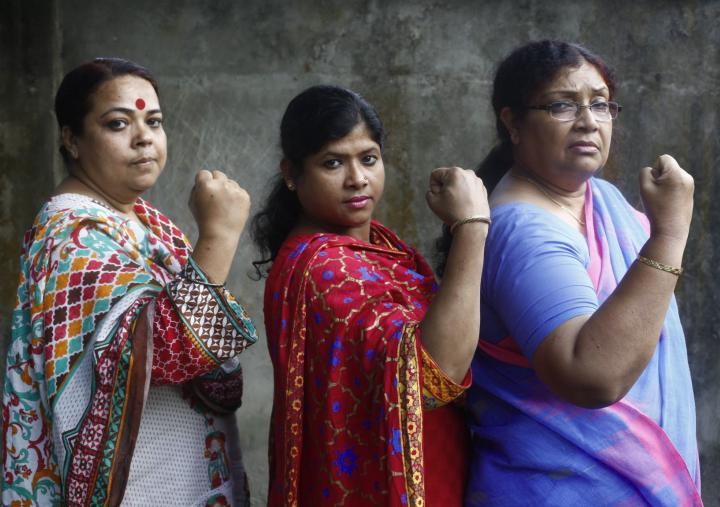 Funcionarios de Pollisree Bangladesh
