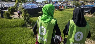 Oxfam volunteers at work at Nayapara makeshift in Teknaf, Cox's Bazar. Credit: Saikat Mojumder/Oxfam