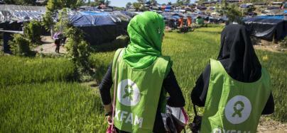 Oxfam volunteers at work at Nayapara makeshift in Teknaf, Cox's Bazar. Credit: Saikat Mojumder/Oxfam