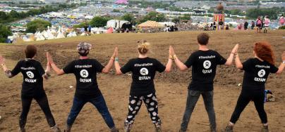Stand as One activistas en Glastonbury