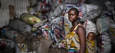 Mary Collie, vendeuse de charbon, Monrovia. Crédit : Toby Adamson / Oxfam America