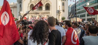 Les tunisien.ne.s attendent de la part des pouvoirs publics de nouvelles orientations politiques permettant de répondre à l'idéal de justice sociale auquel ils aspirent.