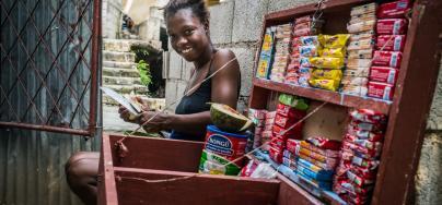 Willyne Ulysse, de 20 años, trabaja como vendedora en el barrio de Croix Desprez, en Puerto Príncipe, Haiti. Autor: Vincent Tremeau / Oxfam