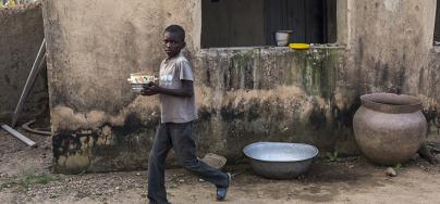 Au Nord du Ghana, le taux de pauvreté est deux à trois fois plus élevé que la moyenne nationale. La région est couverte d'une savane aride et manque d'infrastructures essentielles telles que des routes et des marchés. Photo: Adam Patterson/Oxfam