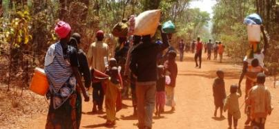 Burundian refugees walking to their new reception village