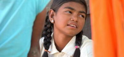 Komal vit dans l'Uttar Pradesh, un État du nord de l'Inde. Malgré son jeune âge, elle a été confrontée toute sa vie à la discrimination. Mais elle est résolue à lutter fermement pour l'égalité entre les femmes.