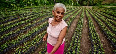Parvenir à l'égalité des sexes en matière de propriété foncière contribuerait à l'autonomisation des femmes. Photo : Luz Evelia Godines Solano, productrice de café au Nicaragua.