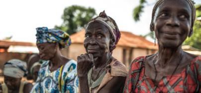 3 femmes lors d'une réunion en République centrafricaine. Photo: Pablo Tosco/Oxfam