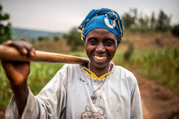 Valerie Mukangerero walks to her pineapple farm in Rwamurema village, eastern Rwanda. Credit: Aurelie Marrier d'Unienville/Oxfam