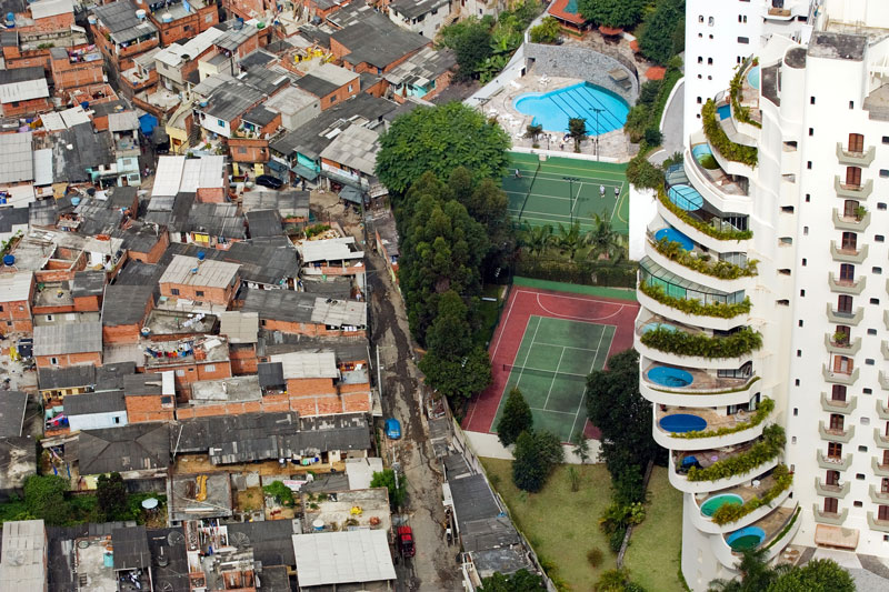 The Paraisópolis favela borders the affluent district of Morumbi in São Paulo, Brazil (2008). Photo: Tuca Vieira
